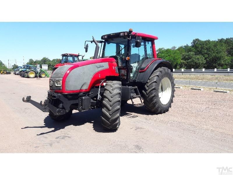 Tractor VALTRA T121